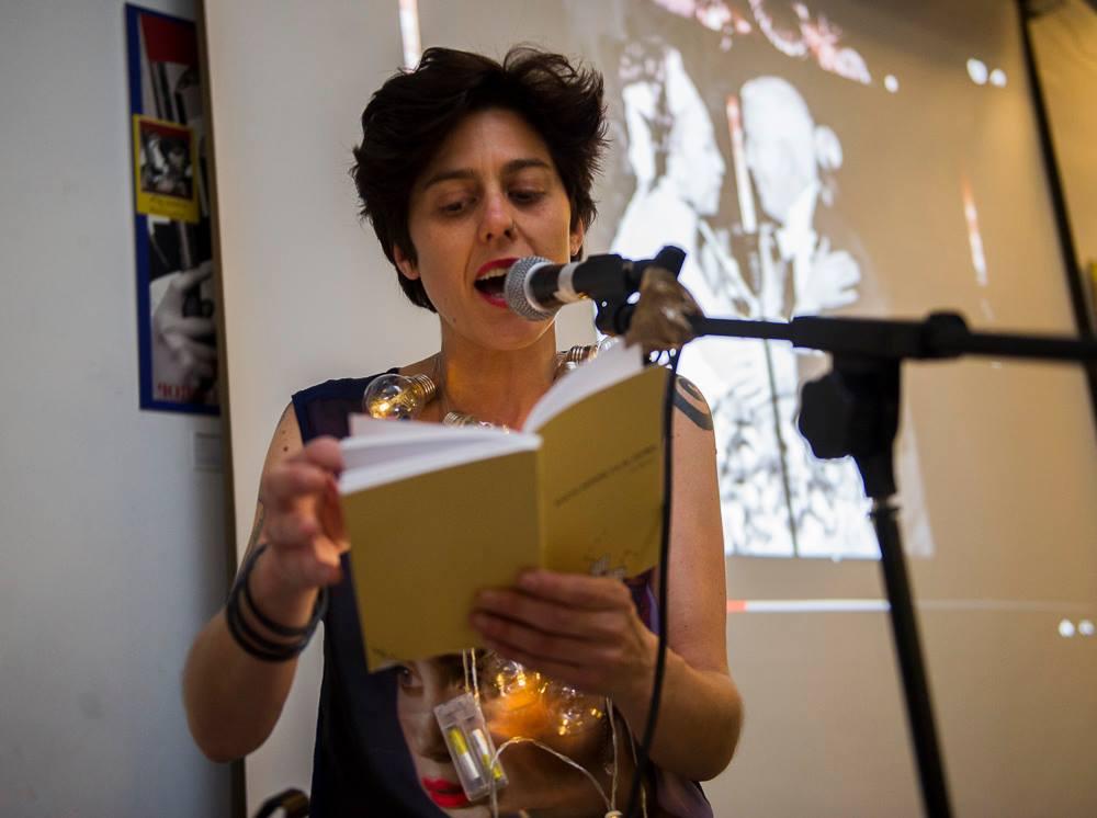 La poeta Ixa Blanco y el disparate de la vida en verso